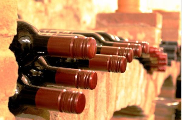 Weinflasche präsentieren
